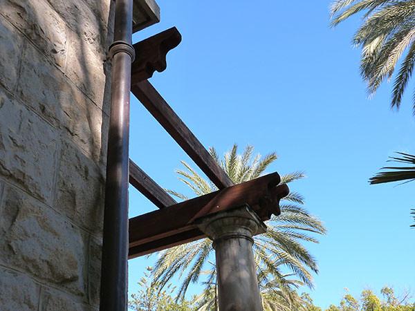 colonne et palmier