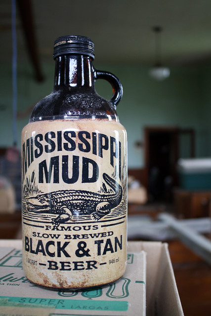MISSISSIPPI MUD FAMOUS SLOW BREWED BLACK & TAN BEER