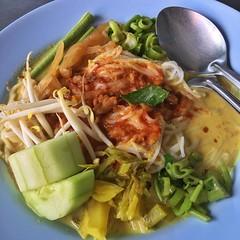 ขนมจีน น้ำยาใต้ผสมน้ำพริกนิดหน่อยเพิ่มความหวาน ทานพร้อมผักเครื่องเคียง ทั้งผักสดผักลวกผักดองต่างๆ  ลองแวะมาชิมกันดูนะครับ ร้านข้าวแกง #ปักษ์ใต้41 ครับ #อร่อยชัวร์