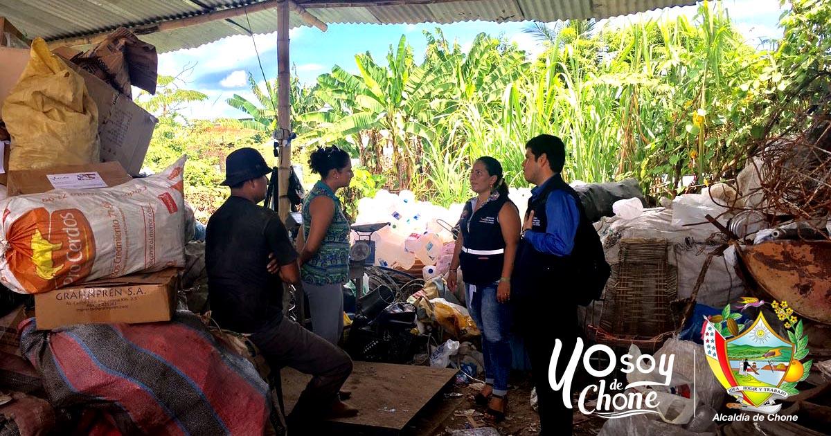 Funcionarios del Municipio y de Control Sanitario inspeccionaron a Recicladoras de Chone