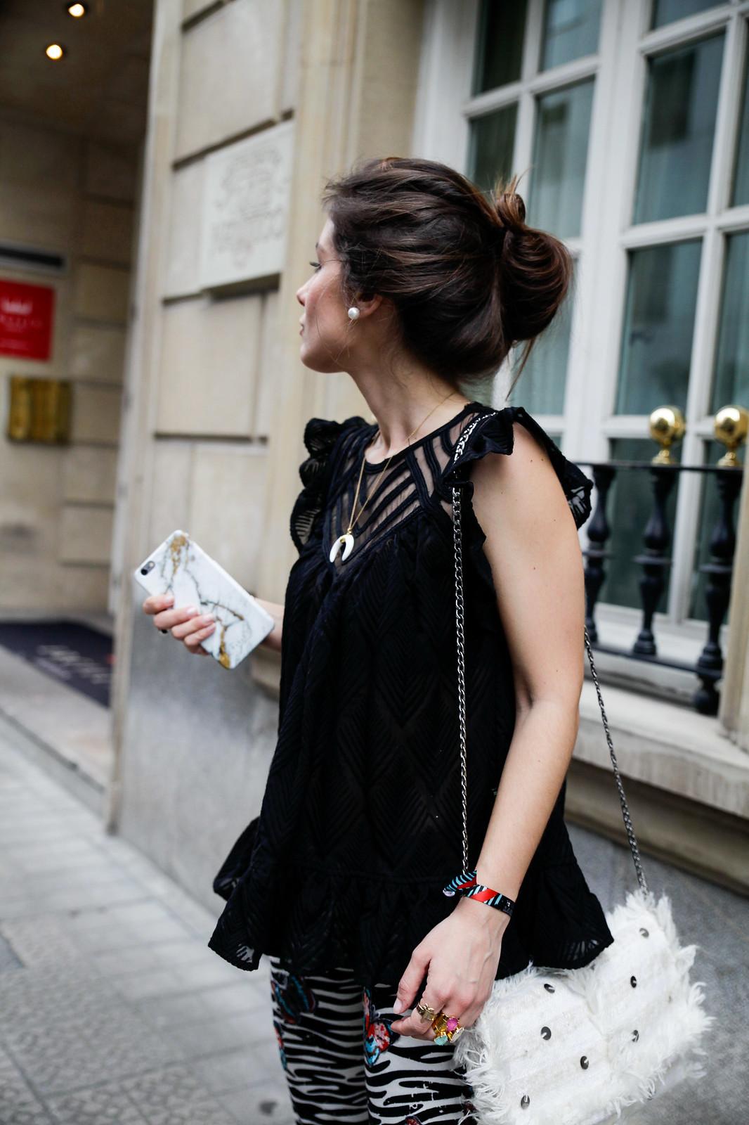 01_Pantalones_Zebra_Blusa_Boho_tacones_rosas_stradivarius_Theguestgirl_outfit_barcelona_streetstyle