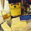 After dinner cheese snack and cocktail. #olympia #olywa #cosmoscondo #macnaughton #macnaughty #macnaughties #cheddar