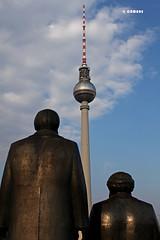 Fernsehturm zwischen Marx und Engels im Berlin copia