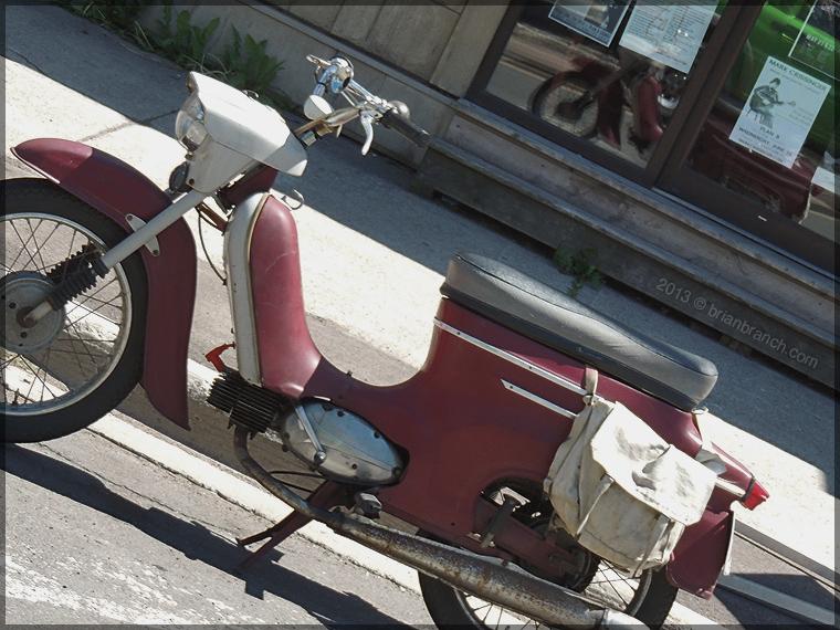 DSCN1331_classic_moped