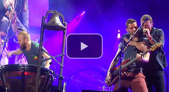 Coldplay perform 'Viva La Vida' at Suncorp Stadium, Brisbane.