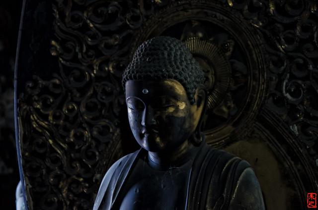 「半眼」 法観寺 - 京都