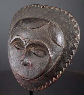 PA046950b Small round Ceremonial Mask, Eket people, Nigeria