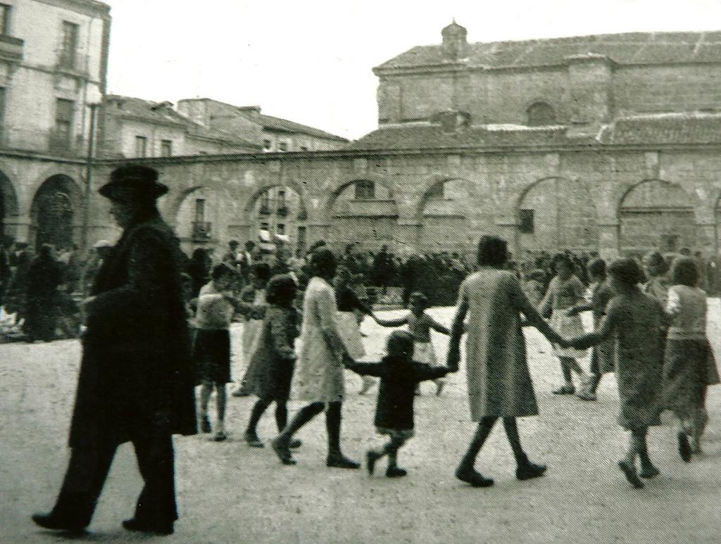 10. Juegos infantiles. Ávila, 1936. Autor, Ávilas.es