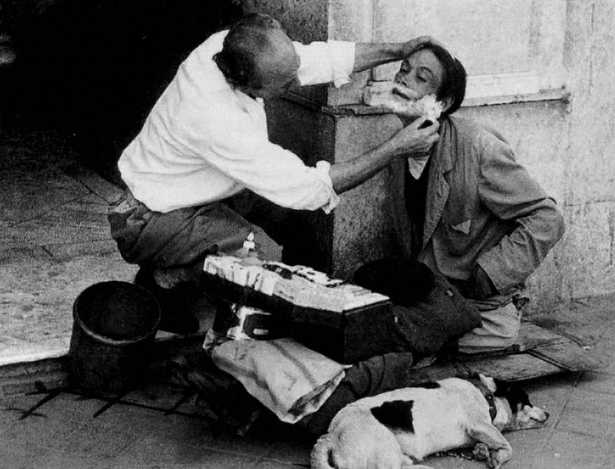 6. Barbero trabajando en plena calle. Autor, Druidabruxux