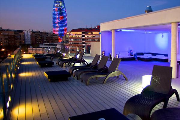 12 de los mejores hoteles donde dormir barato en barcelona for Dormir en barcelona centro barato