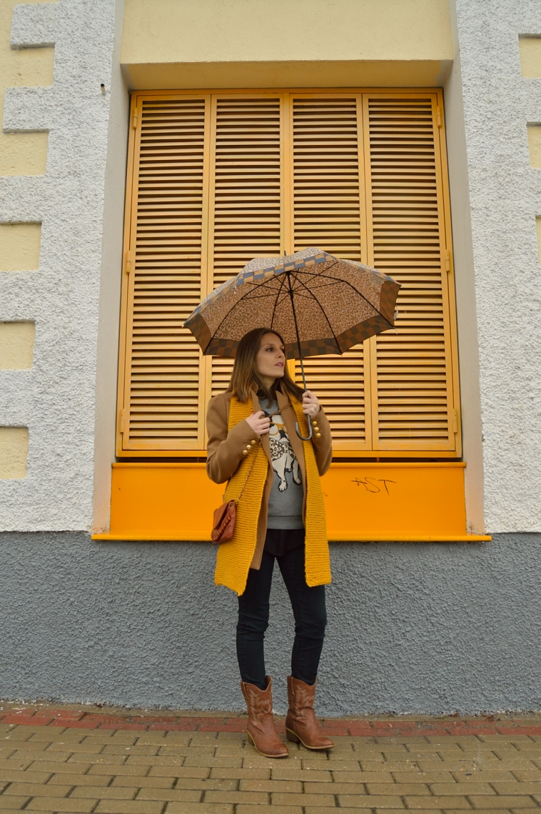 lara-vazquez-madlula-blog-mustard-scarf-cowboy-boots-brown-coat