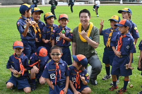 'Iolani Grad Stanley Chang with Cub Scout Pack 325