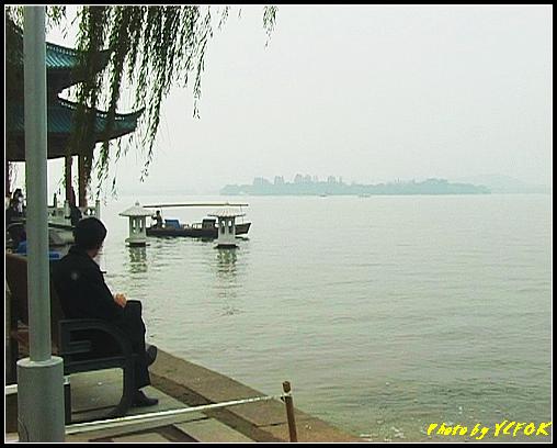 杭州 西湖 (其他景點) - 591 (西湖十景之 柳浪聞鶯 湖面上的石燈籠及背景小瀛洲)