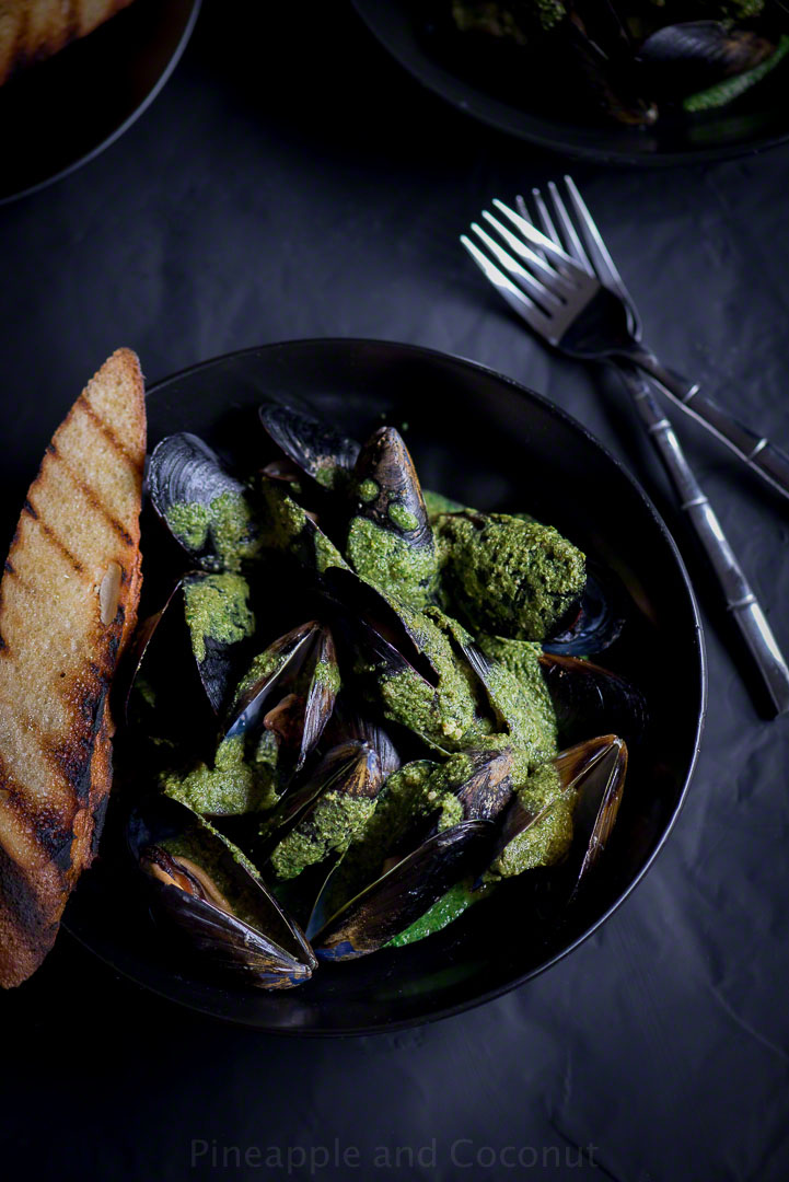 12898649543 e7f7bd6e50 o Steamed Mussels with White Wine Cilantro Pesto Sauce
