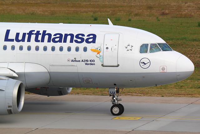 Lufthansa - A319 - D-AILU (2)