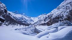 Pont w dolinie Valsavarenche, w oddali przełęcz Gran Etret 3210m.