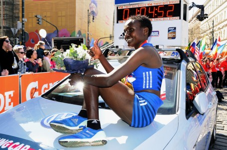Velký sen Carla Capalba se naplnil! Praha viděla světový rekord v půlmaratonu