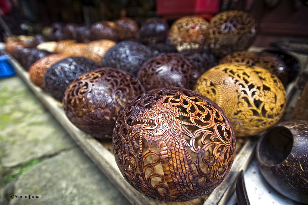 Dragon-shaped sculpture made ​​from coconut shell | Ubud, Balinese