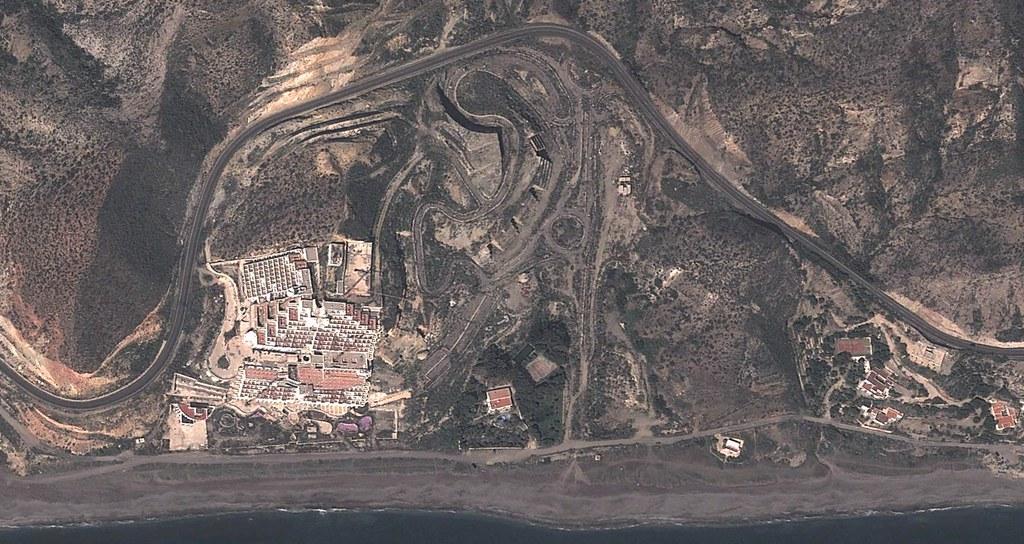 El Algarrobico, Carboneras, Almería, Cabo de Gata, esto creo que lo han parado, aunque a saber porque en fin,después, urbanismo, planeamiento, urbano, desastre, urbanístico, construcción, rotondas, carretera