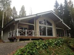 вид на дом со стороны озера