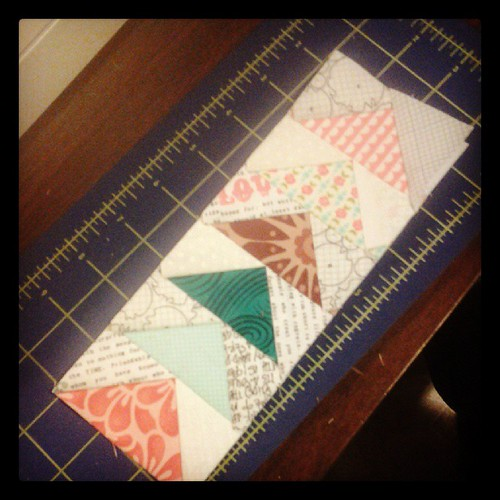 Hopefully I'm on to something for my #schnitzelandboominiquiltswap.