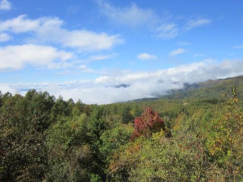 雲に覆われる車山方面 2013年10月21日11:39 by Poran111