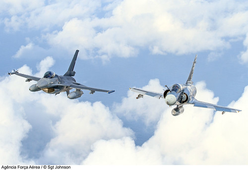 F-16AM e F-2000