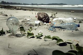 beach pollution (by: epSos.de, creative commons)