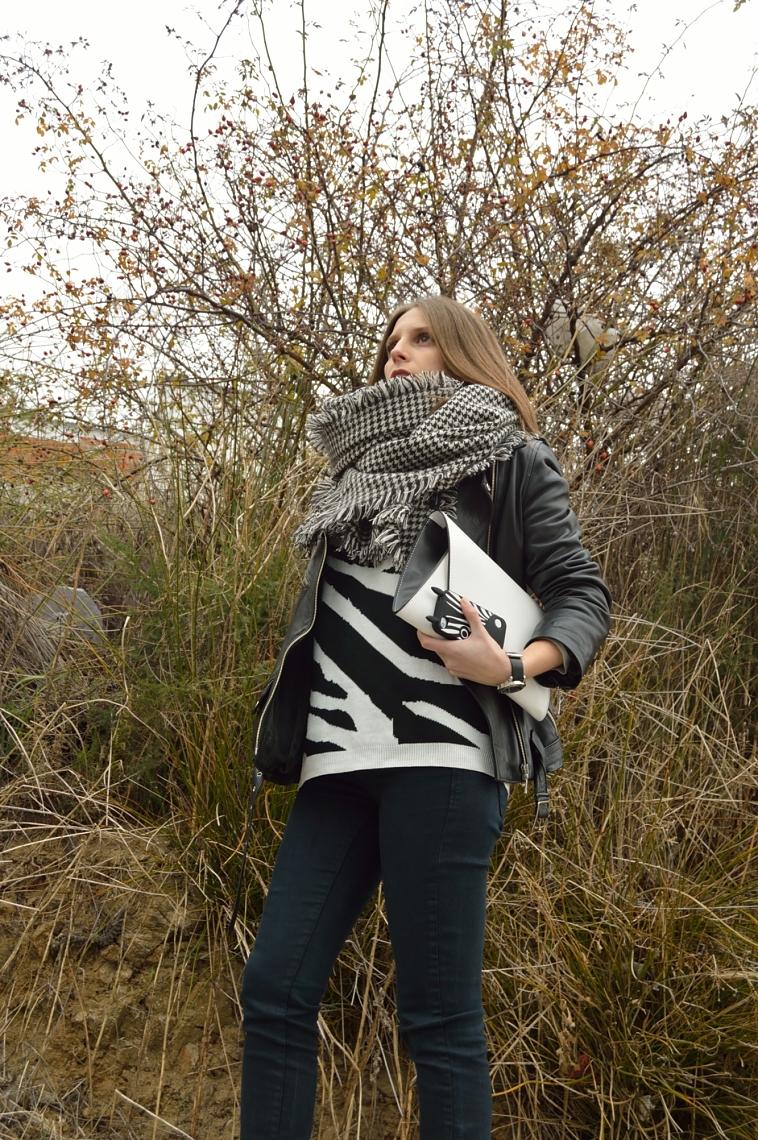 lara-vazquez-madlula-streetstyle-fashion-blogger-perfecto-jacket-white-bag