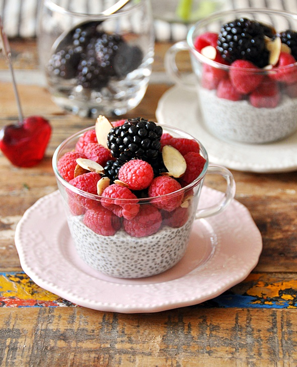 No Cook Dessert - Berries Coconut Chia Seeds Pudding | www.fussfreecooking.com