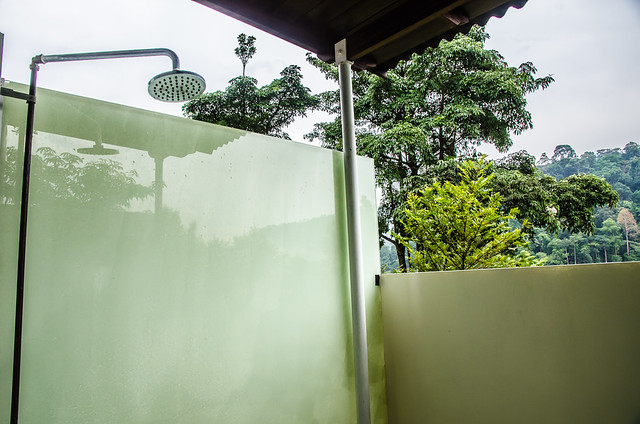 Sora House's open roof bathroom