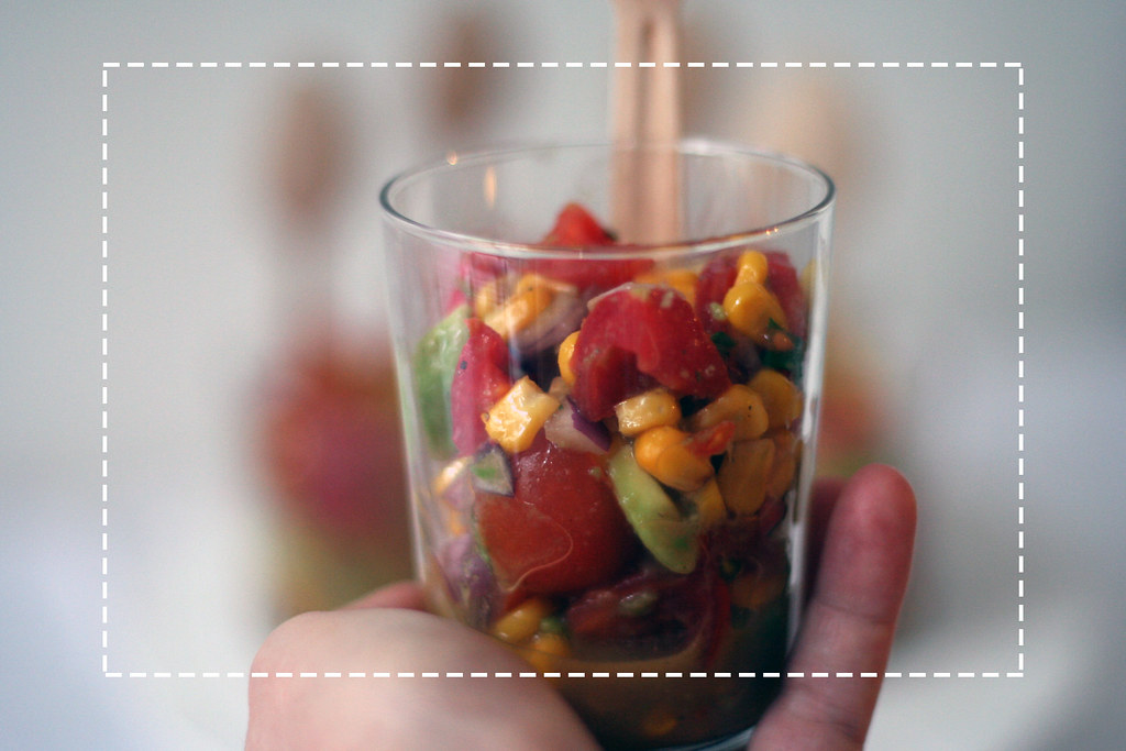 oscar-buffet 2014: salat mit mais, avocado & tomaten
