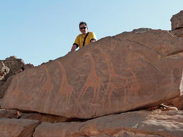 Petroglifos con jirafas en Jebel Uweinat (Egipto)