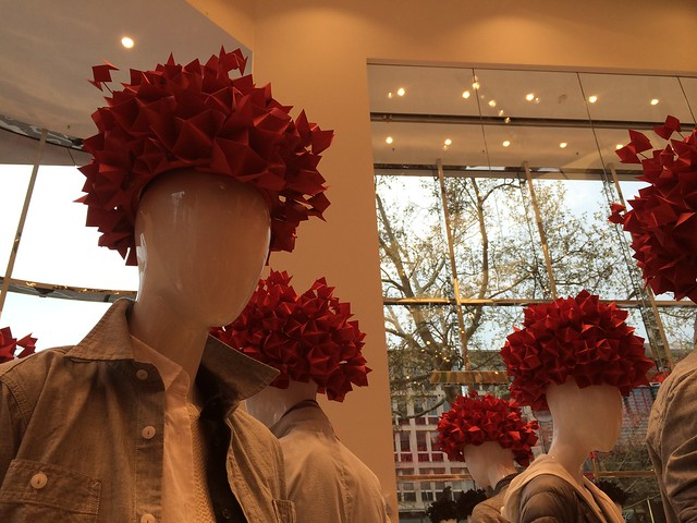 Berlin Uniqlo flagship store opening_entrance mannequins with red origami hats
