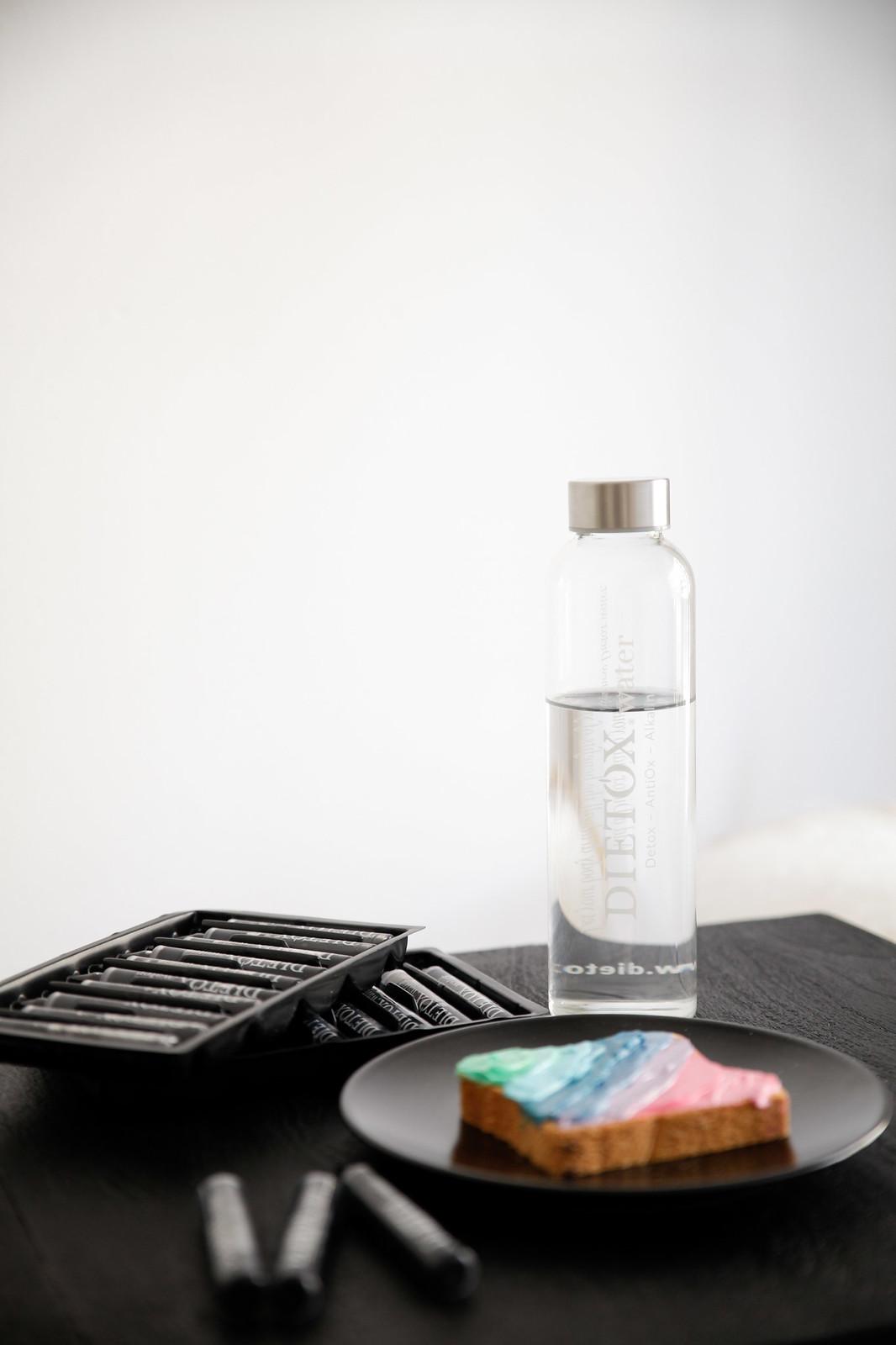 07_agua_alcalina_dietox_water_healthy_water_theguestgirl_black_water_agua_negra
