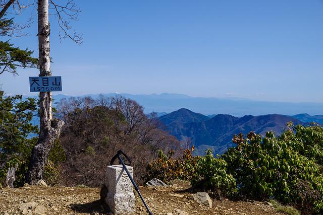 武甲山越しに日光の山々@三ツドッケ