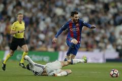 Con doblete de Messi, el Barcelona gana el clásico español (Video)
