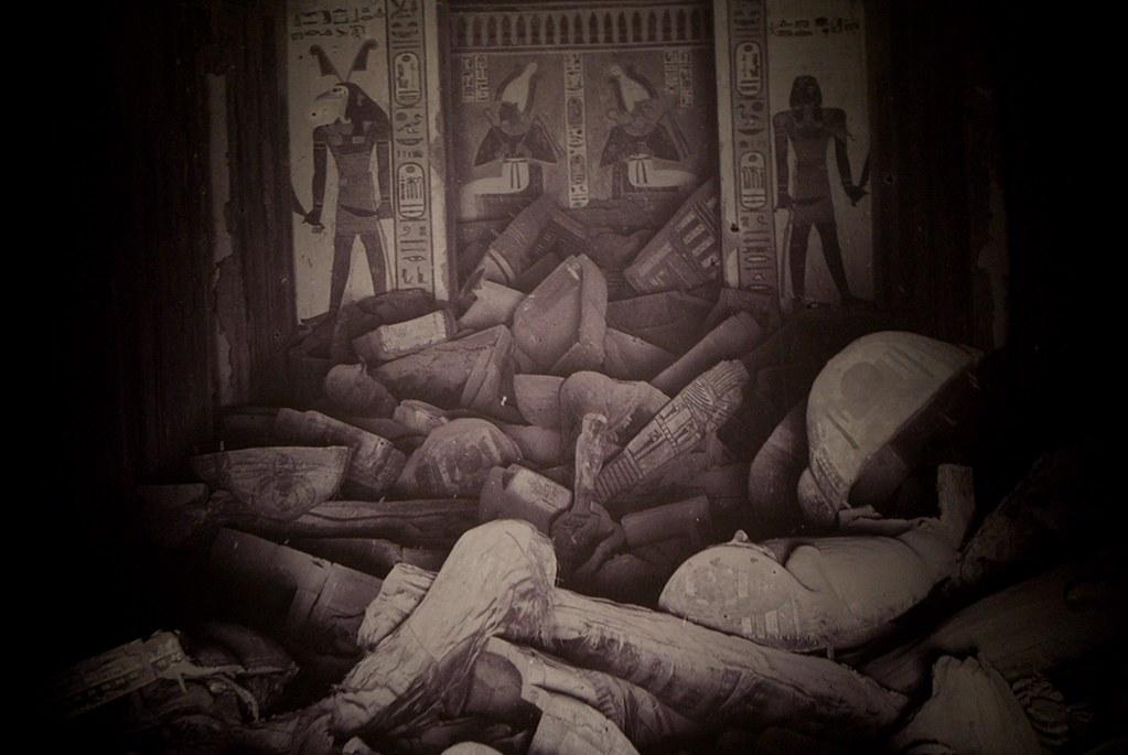 Photo noir et blanc d'un temple égyptien à la fin du 19e siècle.