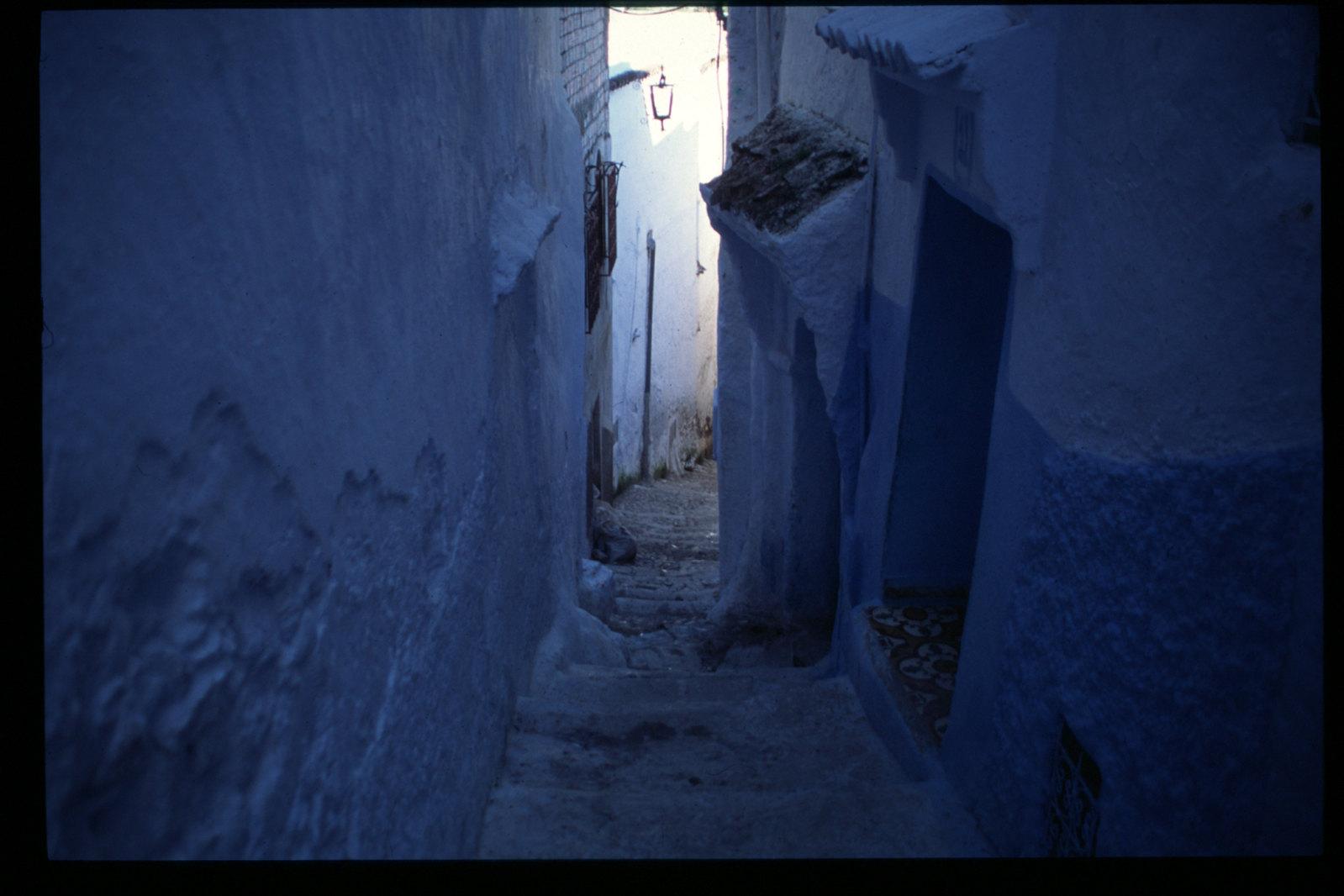 Chefchaouen - Escaliers et murs bleus