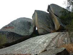 Les gros blocs chapeautant le site du castellu di Valle/Bacca