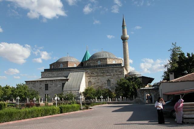Parte trasera de la Mezquita, con ámplios jardines y zonas verdes konya - 9283799597 5178005e20 z - Konya, el cinturón religioso de Turquía