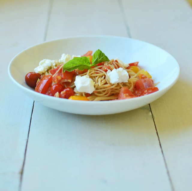 Heirloom Tomato Pomodoro with Whole Wheat Pasta via LittleFerraroKitchen.com0149