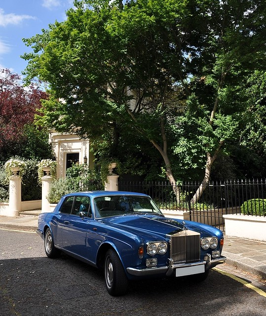 BENTLEY SPOTTING: A [Modern Day] Country Life