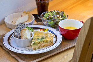 Quiche lunch plate