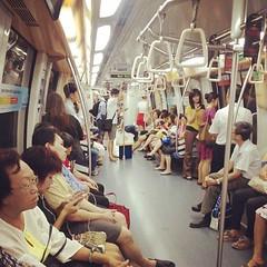 坐完巴士轉地鐵……轉完地鐵再搭地鐵,搭完地鐵再轉巴士…………