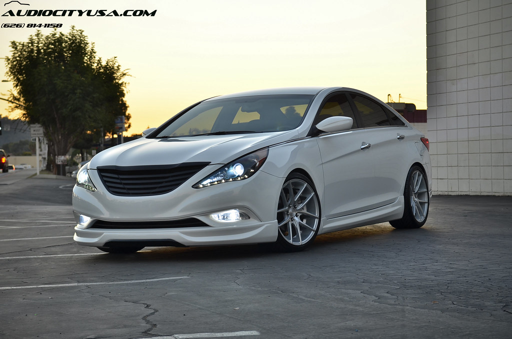 2nd shoot 19 niche targa silver on 2012 hyundai sonata 2 0. Black Bedroom Furniture Sets. Home Design Ideas