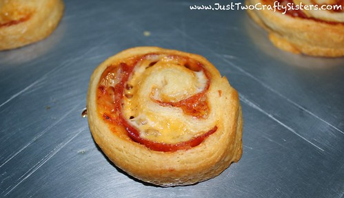 pizza crescent roll recipe-YUM