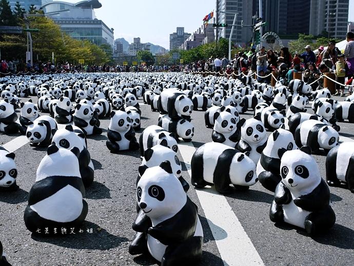 2 紙貓熊 1600貓熊之旅-台北 0224 台北市政府廣場展覽