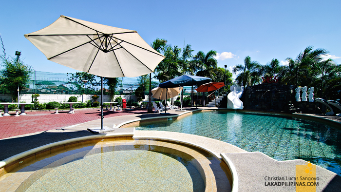 The Swimming Pool at VES Food Resorts and Villas in Tarlac