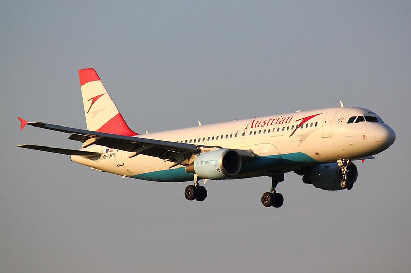 Austrian - A320 - OE-LBW (1)